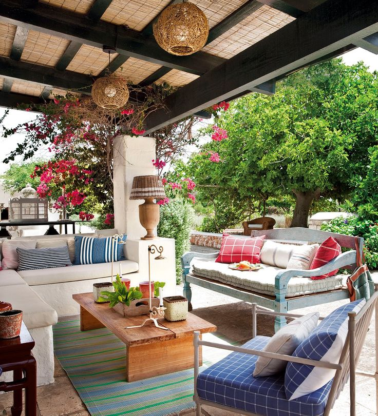 Cum amenaj m terasa casei fabrika de case for Como decorar un patio exterior rustico