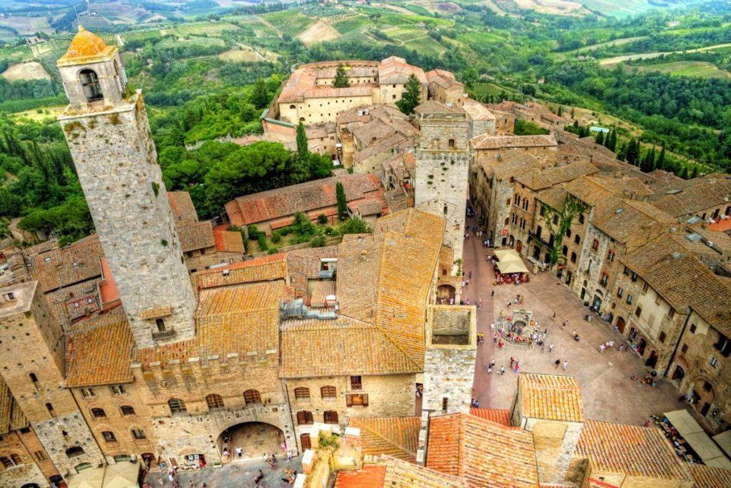 san-gimignano-view-piazza-cisterna1