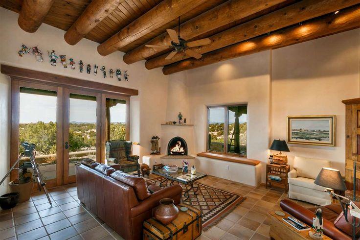 Fabrika de Case - Living spatios, cu motive etnice, intr-o casa din Santa Fe