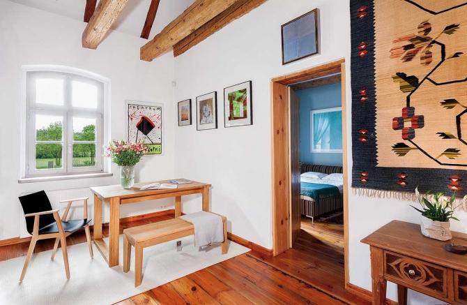 Fabrika de Casa - Proprietara este colectionara de arta, iar aceasta pasiune se reflecta in amenajare