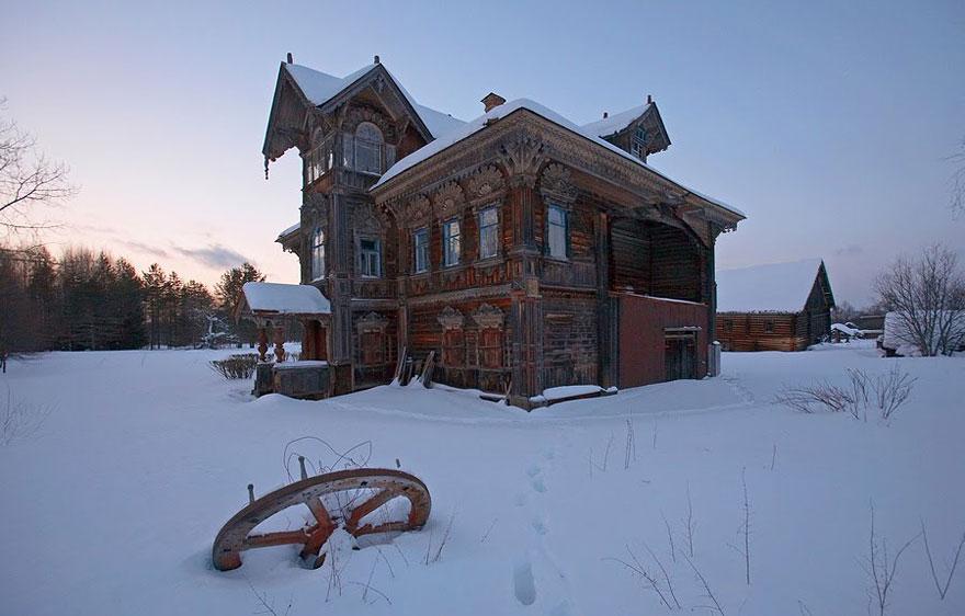 Fabrika de Case - Dacha ruseasca, abandonata