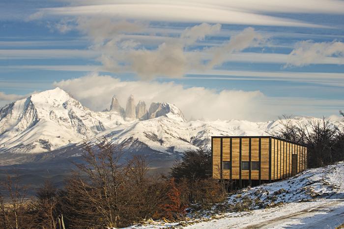Fabrika de Case - In departare se vad muntii Cordillera del Paine