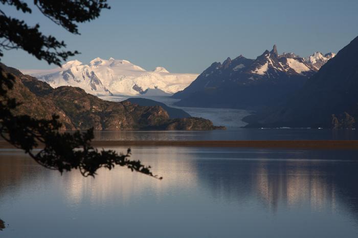 Fabrika de Case - In zona se regasesc o multime de lacuri glaciare, fiorduri sau rauri