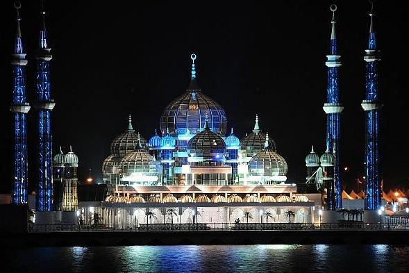 Fabrika de Case - Moscheea din Cristal, Malaezia, fotografiata noaptea