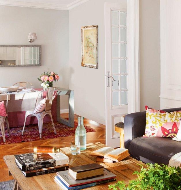 Fabrika de Case - Usile cu geam au facut ca apartamentul sa beneficieze de mai multa lumina naturala.