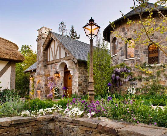 Fabrika de Case - Stil Tudor