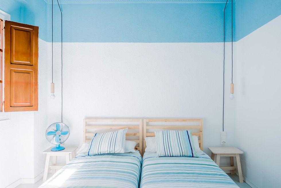 dormitor cu tavan pictat