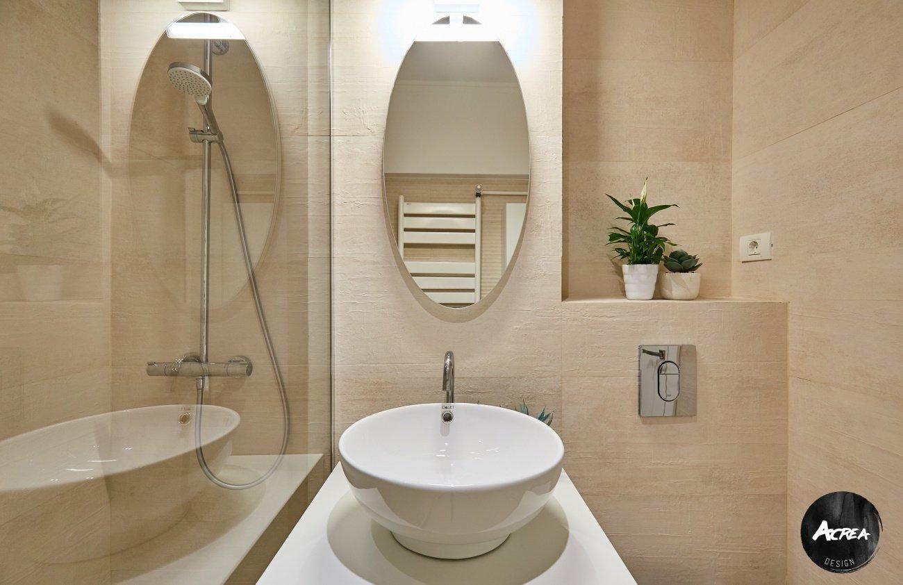baie de mici dimensiuni apartament modernizat în București