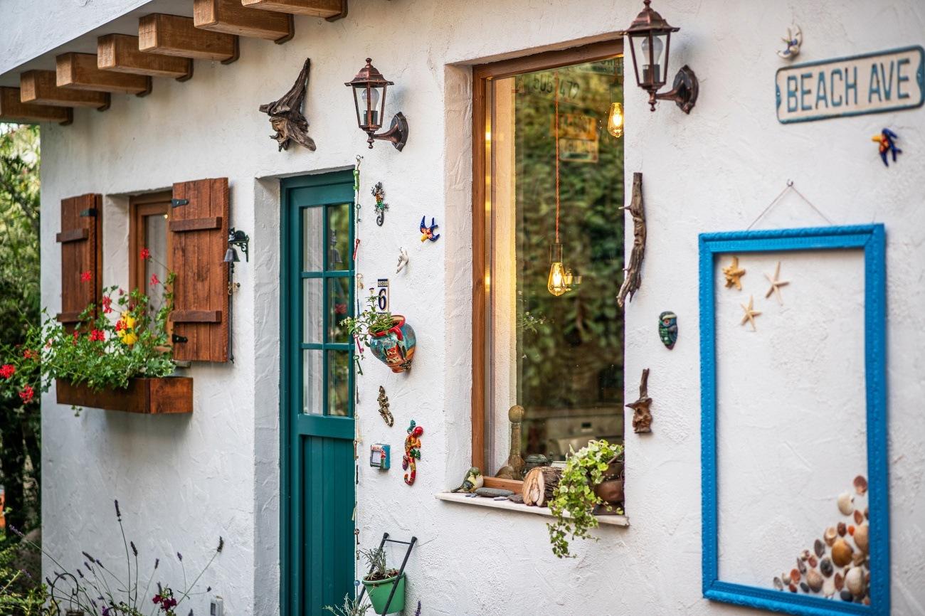 ușă de intrare colorată