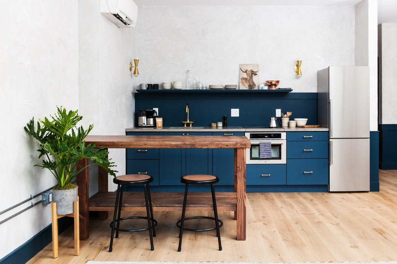 bucătărie minimalistă albastră